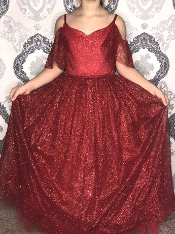 Пышное, яркое платье