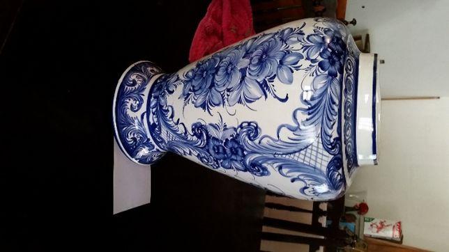 Jarra em porcelana muito bonita pintada à mão