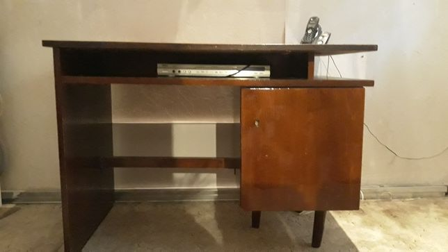 Продам стол письменный б/у