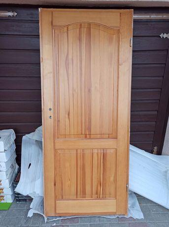Drzwi 80 drewniane lakierowane Prawe + oscieżnica