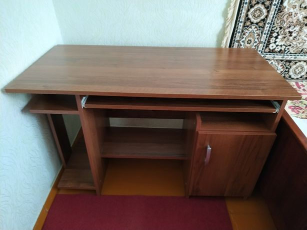 Продам столик комп'ютерний
