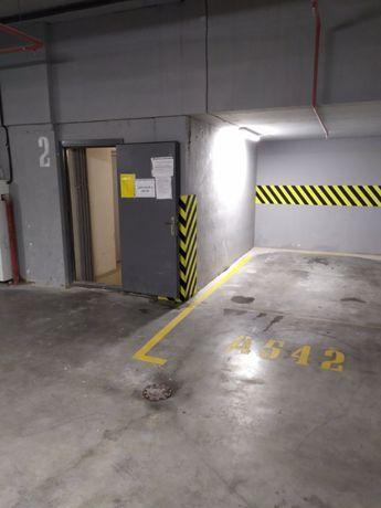 Продам свой паркинг Каманина 16а / 44 Жемчужина 1 уровень, возле лифта