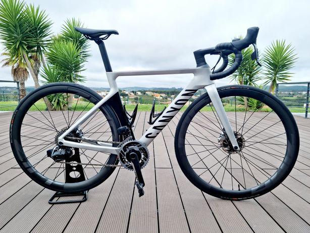 Bicicleta de estrada de carbono disco CANYON AEROAD CF SL
