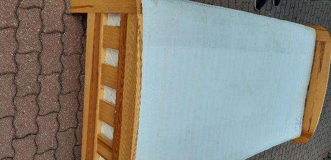Łóżko drewniane ze szufladą na posciel