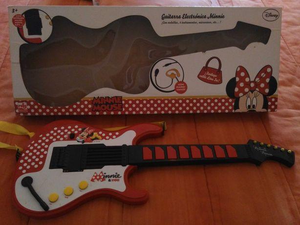 Guitarra com micro Minnie + 3 anos - novo