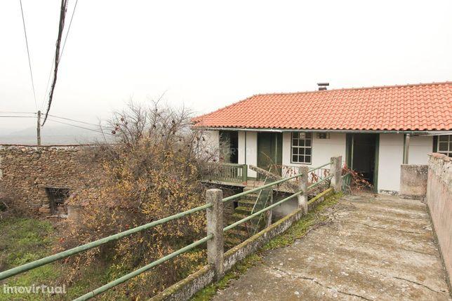 Propriedade com Moradia, Celeiro e Adega em Vilarelhos