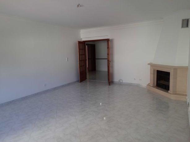 Apartamento 4 Assoalhadas Remodelado (157m2)