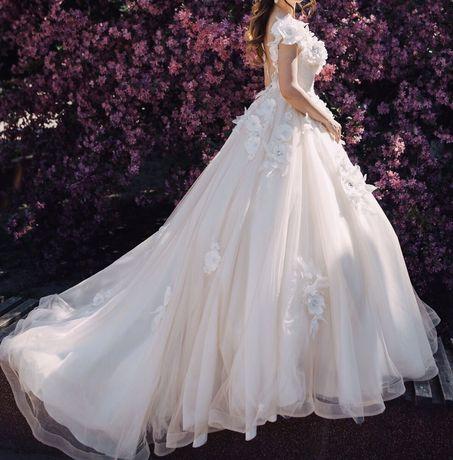 Шикарна весільна сукня з відкритою спинкою