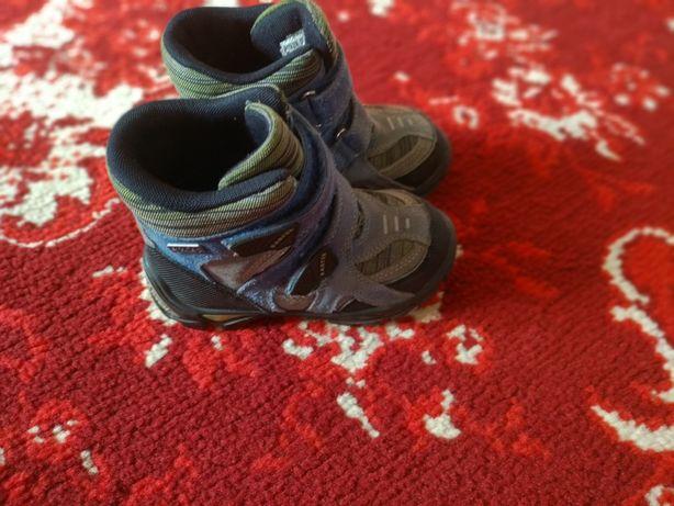 Отличные фирменные зимние ботиночки Bartek
