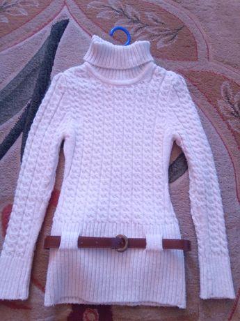 Продам на девочку свитер-тунику