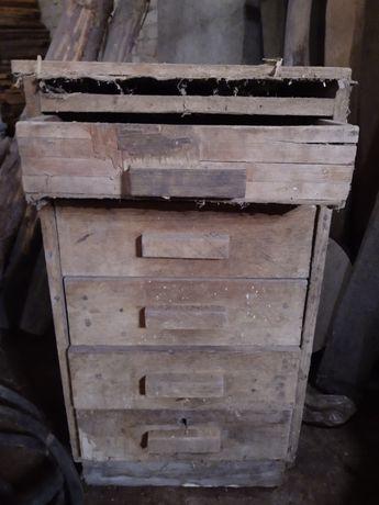 Drewniana zabytkowa szafka z szufladami