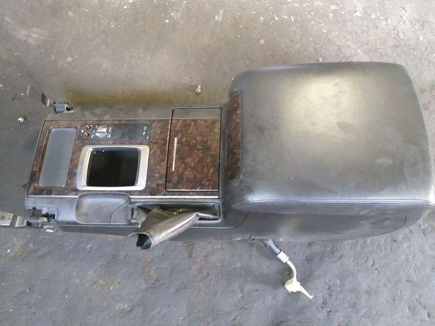 Toyota LC200 Подлокотник с холодильником