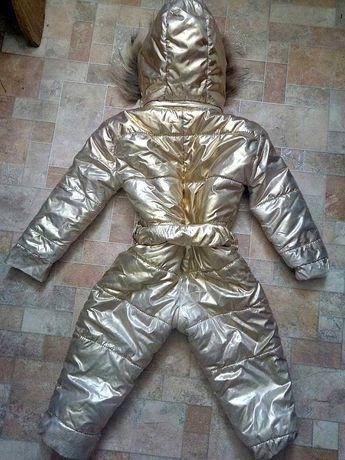 Комбинезон для маленьких деток золотого цвета