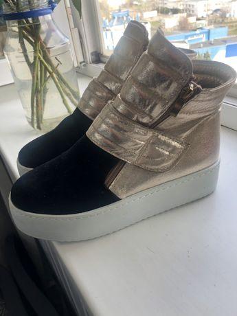 кроссовки, ботинки, сникерсы