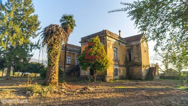 Quinta com terreno e casas para venda em Coucieiro, Vila Verde