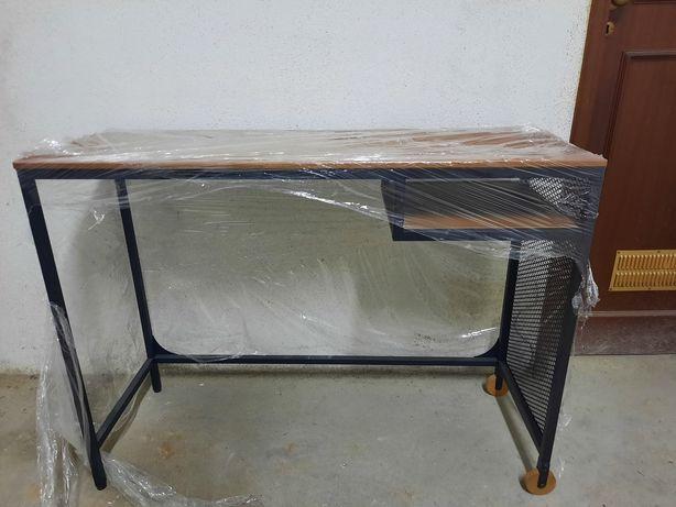 Mesa para Laptop IKEA com rodinhas, em Metal e madeira maciça