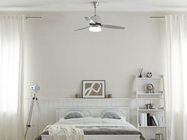 Ventoinha de teto com luz em prateado MLAVA - Beliani