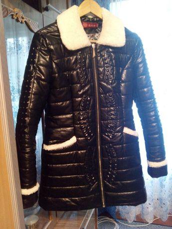 Черная женская демисезонная куртка пуховик удлиненная осенняя весенняя