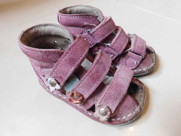 Sandały, sandałki Danielki ze skóry dla dziewczynki roz. 19