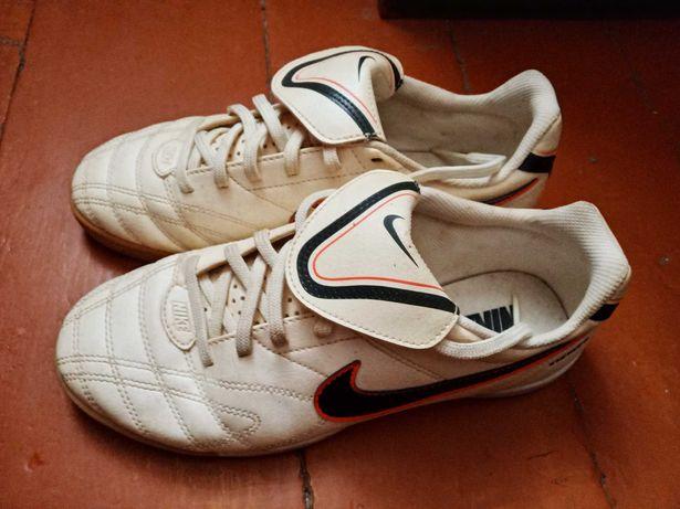 Оригінальні кросівки Nike Tiempo Natural III IC Junior