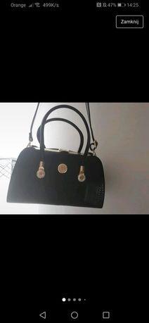 Czarny lakierowany kuferek - nowy