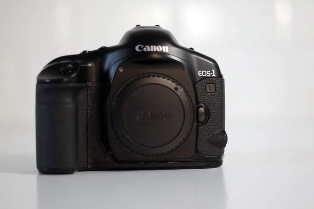 Профессиональный пленочный фотоаппарат Canon 1V