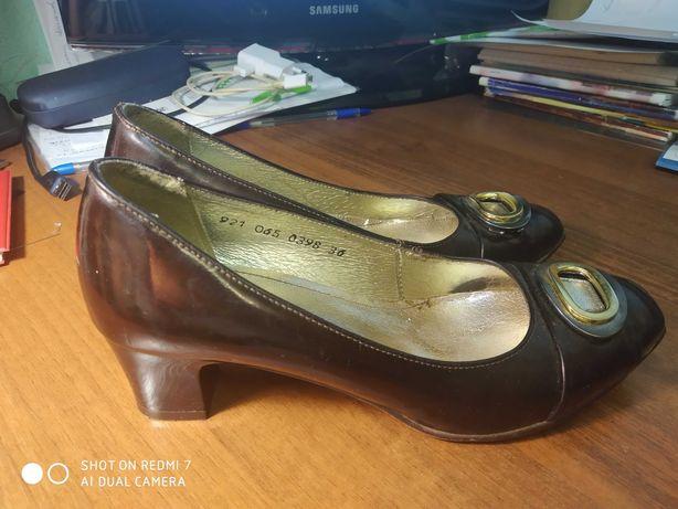 Лаковые женские туфли marco 36 размера.