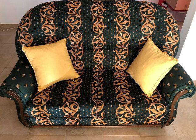 Mobilia Sala de Estar 2 sofás-cama, mesa, armario TV/Video