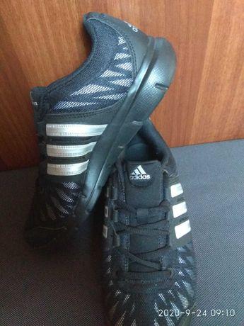 Крассовки Adidas originals.