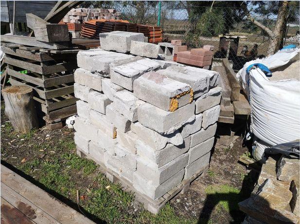 Gruz betonowy cegła