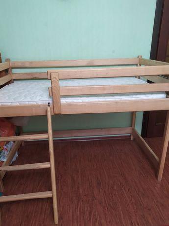 Продам кровать-чердак из натурального дерева с ортопед. матрасом 8 см