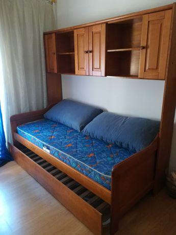 Estúdio de quarto de madeira maciça com 2 camas