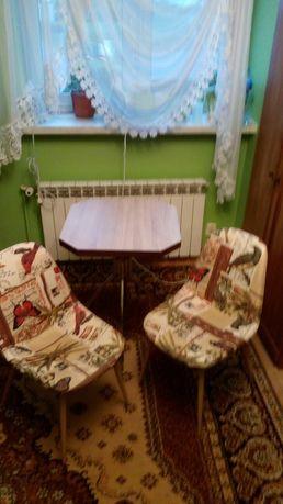 Stół i krzesełka kuchenne
