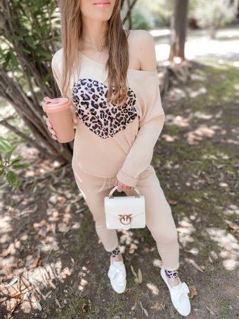 Fato Treino muito feminino com motivo Leopardo