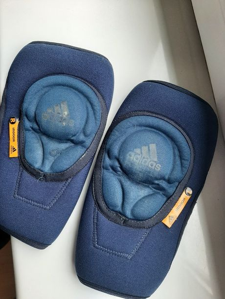 Ochraniacze, nakolanniki Adidas
