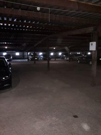 Оренда паркомісця,є резетка для електричного авто,вул Б. Хмельницького