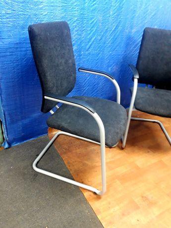 Krzesła dobrej firmy Rim ,masywne.