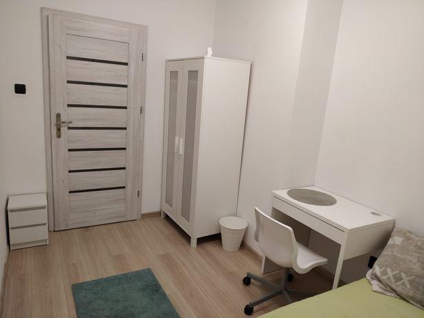 Wynajmę pokój 700zl bez żadnych dodatkowych opłat. Internet w cenie