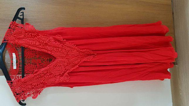Sukienka czerwona, koronka