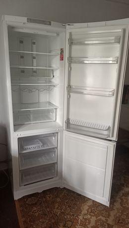 Продам холодильник Ariston Hotpoint