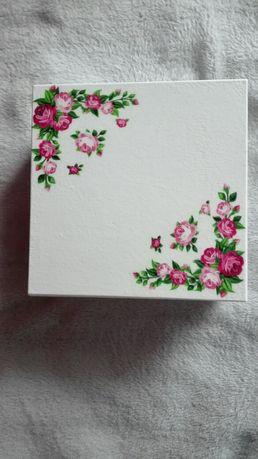 Drewniane pudełko, szkatułka, różowe róże, różyczki,zastrzyk gotówki