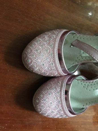 Туфельки и кроссовки на девочку 3- 4 года