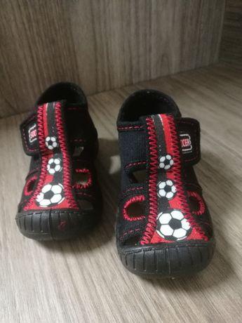 Nowe buty, buciki, kapcie, kapciuszki, sandałki rozmiar 21