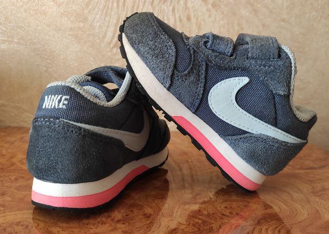 Обувь для мальчика или девочки фирмы Nike.