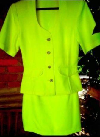 Яркий костюм неоновый лимонный  юбка пиджак жакет