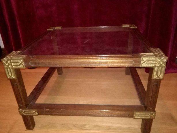 Mesa de Centro ou Apoio em madeira e vidro com aplicações em latão