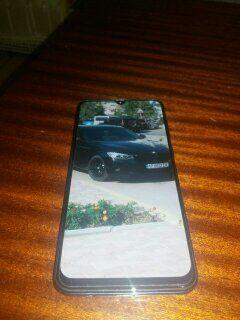 Продам срочно мобильный.телефон SAMSUNG A50 (4/64GB). Оригинал.