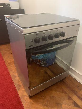 Fogao a gás de botija + forno (parte de cima eletrica)