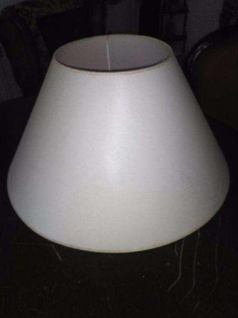Abajur branco sujo grande