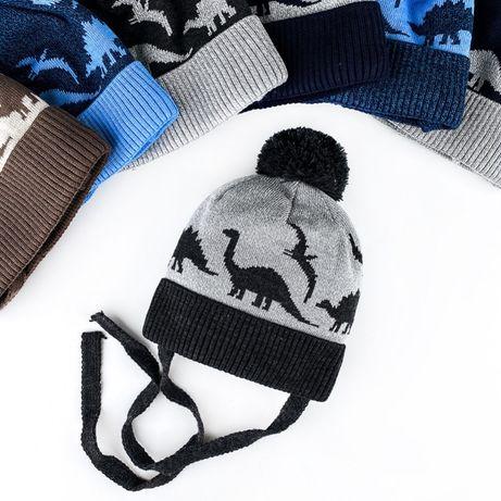 Милая теплая шапочка с помпоном и завязками на мальчика 2-3 годика